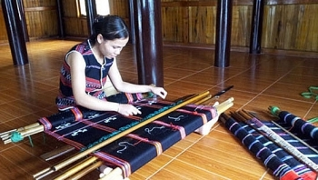 ta oi peoples brocade weaving craft recognised as national cultural heritage