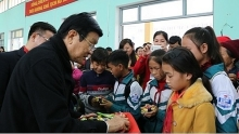 tet gifts presented to poor households and policy beneficiary families