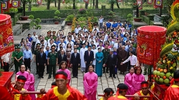 hcmc presents tet offering to nation founders hung kings