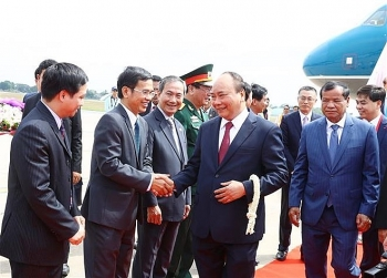 pm arrives in cambodia for mekong lancang summit