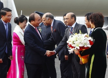 pm nguyen xuan phuc arrives in new delhi for asean india summit