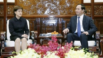 president hails vietnam singapore strategic partnership