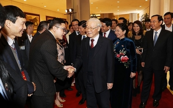 party state leader welcomes back overseas vietnamese for tet