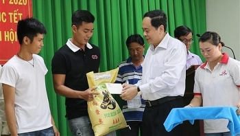 leading officials pay tet visits to localities