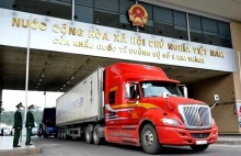 first batch of exports cleared at kim thanh border gate on new year day