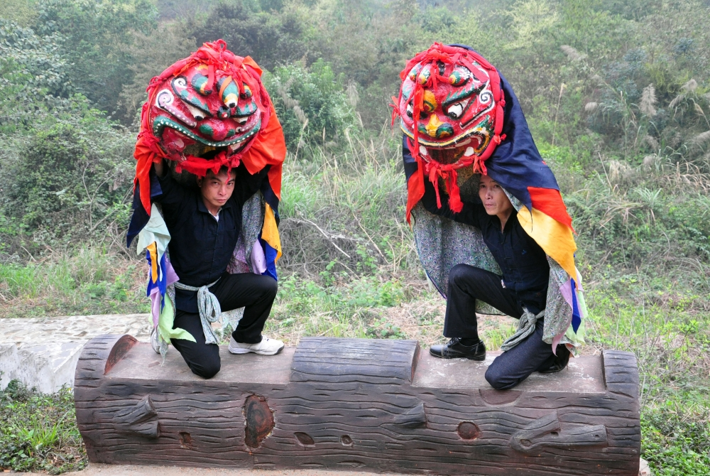 the lion cat dance of the tay nung people