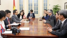 deputy pm receives leader of japans asahi shimbun