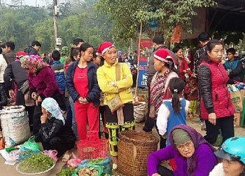 ta phoi hop thanh market attracts visitors to northwestern region