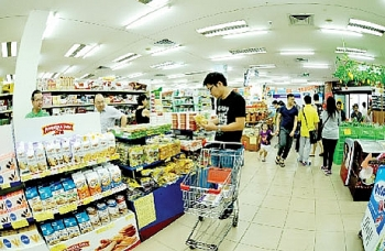 hanois tet market diverse goods and stable prices