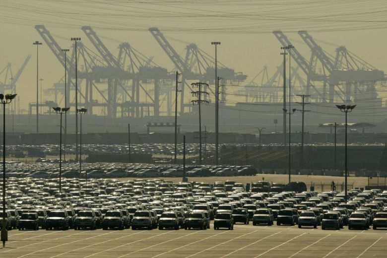 us trade deficit rises to nine year high on robust imports