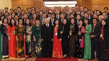 party chief welcomes overseas vietnamese home for tet