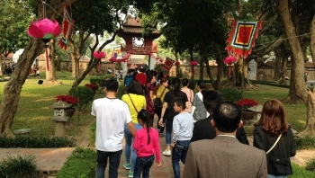 almost 375000 tourists visit hanoi during tet holidays