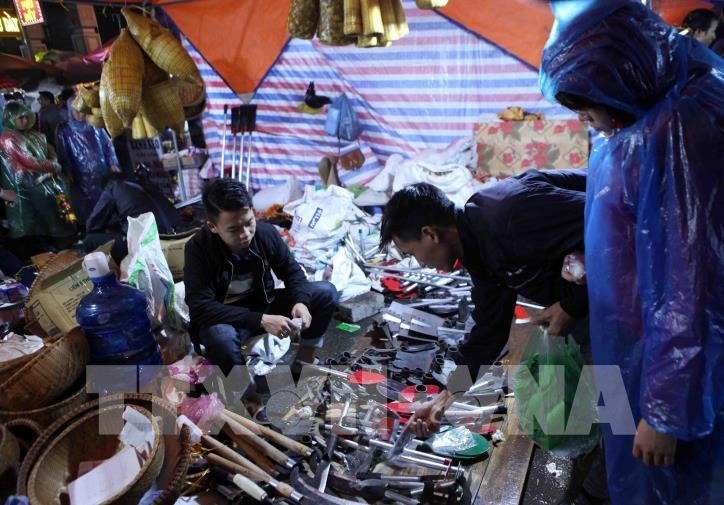 Chợ Viềng: Once A Year Market Offers Luck For Sale