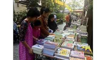 hanoi various activities invite visitors to spring book street
