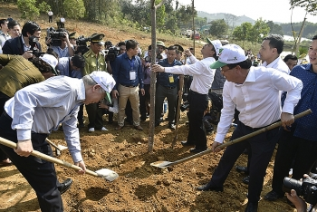 party state leader launches tet tree planting festival in yen bai
