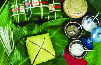 vietnamese square sticky rice cake a must have dish for tet