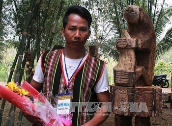 winners of wood statue carving contest honored