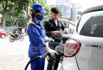 petrol prices drop by over 700 vnd per liter