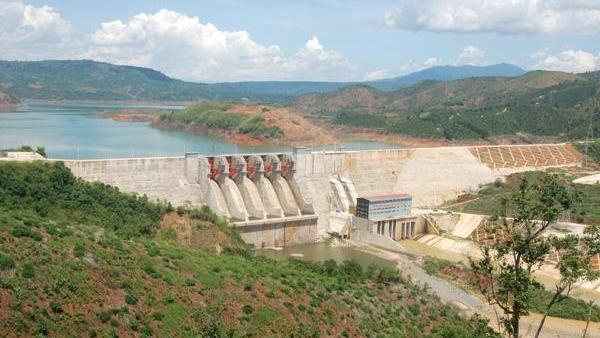 pm urges scrapping of risky hydropower plants in central highlands