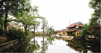 hanh thien a fish shaped feudal village