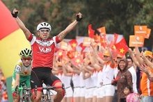hcm city cycling race to celebrate national reunification