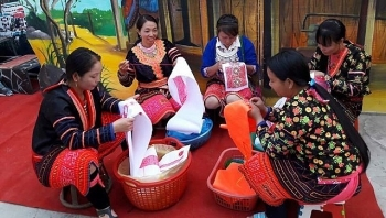 hmong patterns recognized as national intangible cultural heritage