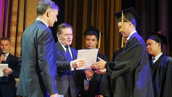 vietnamese students graduate from russias nuclear power university
