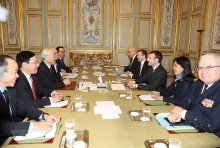 party chief holds talks with french president