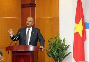 vietnam oman seek ways to boost economic cooperation