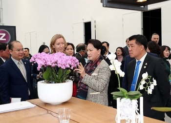 na chairwoman visits world horti center in the netherlands