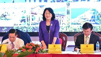 vice president works with kon tum province