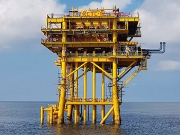 vietnam russia joint venture welcomes first oil flow from ca tam field