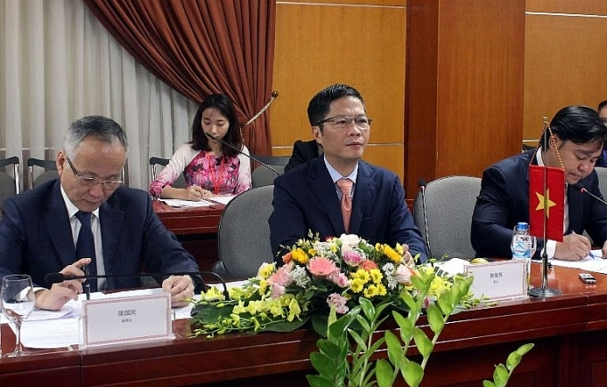 industry trade minister meets party chief of guangxis zhuang autonomous region