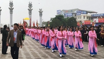 thousands flock to tay thien festival in vinh phuc province