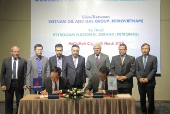 petrovietnam and petronas sign gas agreement