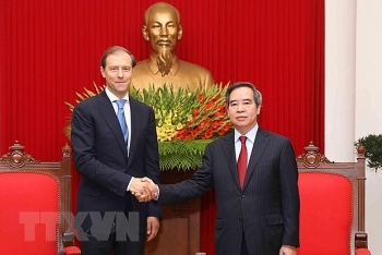 party official welcomes russian minister of industry and trade