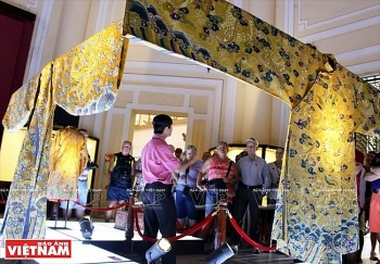 royal costumes of nguyen dynasty on show