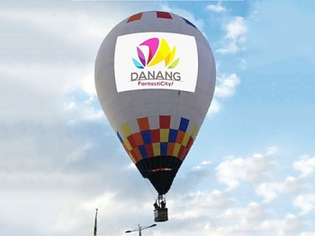 performances of parachutes hot air balloons to be held in diff 2017