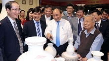 pm nguyen xuan phuc visits chu dau ancient pottery village