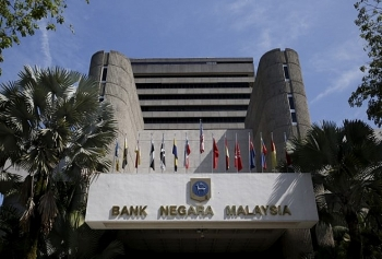 malaysia lowers 2019 economic growth forecast to 43 48 percent