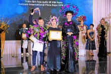 international flora expo highlights rising talent of vietnamese artists