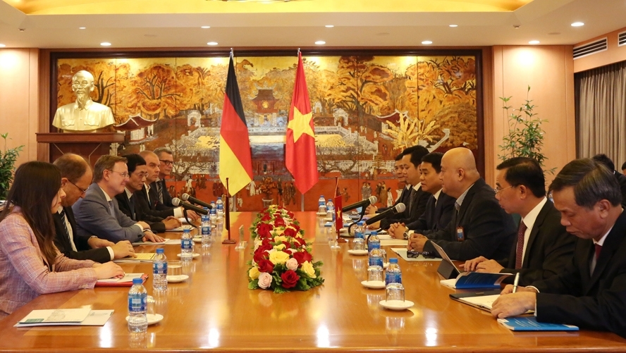 hanoi looks to boost cooperation with germanys thuringia state