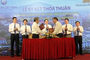 vietnam airlines serves tay ninhs products on its flights