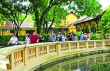 vietnam caught between efforts to stem disease and ensure future tourism