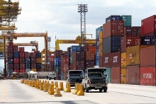 thailands economy picks up slightly in q1