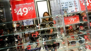 us retail spending slows in april