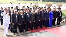 vietnamese leaders pay tribute to president ho chi minh