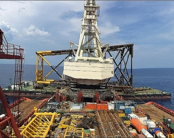 petrovietnam continues showing strong performance despite difficulties