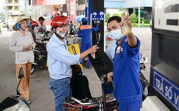petrol prices up nearly 1000 vnd per liter