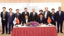 pm witnesses signing of deal between th group chinese partner
